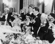 Mary Pickford, Carl Laemmle and others at Universal Studios inaugural banquet, Alexandria Hotel - 1915