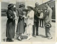 Mary Pickford, Douglas Fairbanks,Charlotte and Lottie bid Jack Pickford and Marilyn Miller farewell on their honeymoon - 1922
