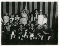 Mary Pickford with Navy visitors - 1918