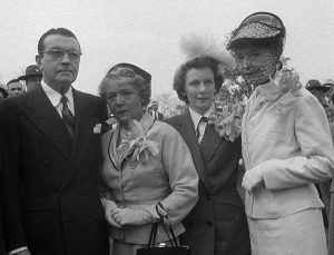 Mary along with Lillian Gish, Richard Barthelmess and Griffith's ex-wife, Evelyn Baldwin, at Griffith's gravesite in Crestwood, Kentucky, 1950.