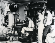 Mary Pickford, Leslie Howard and crew on the set of Secrets - 1933