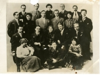 Mary Pickford, Charlotte Pickford, Lottie Pickford, Jack Pickford, Owen Moore and others, IMP company portrait - 1911