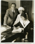 Mary Pickford signs papers to become her niece Gwynne's official guardian after Charlotte's death - 1928