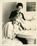 Mary Pickford and her hairdresser - 1919