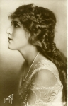 Mary Pickford postcard, photo by Lindstedt - 1918 (ca.)