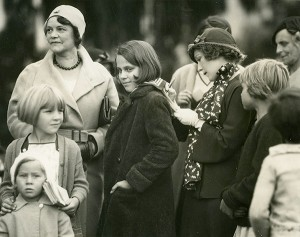 Mary Pickford signing autographs, photo by K.O. Rahmn
