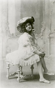 Mary onstage, 1905